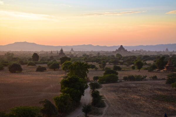 Sunset depuis la pagode Pya Tha Da de Bagan