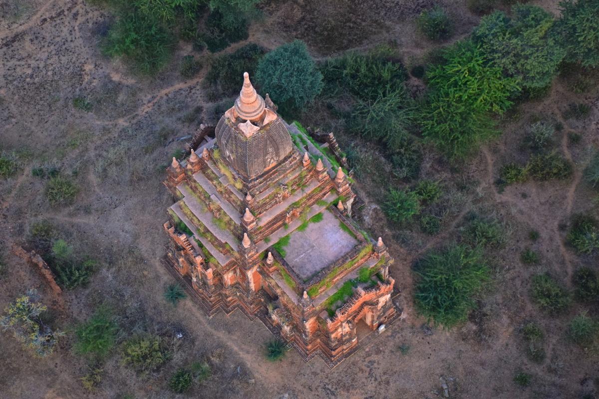 Survol d'une pagode