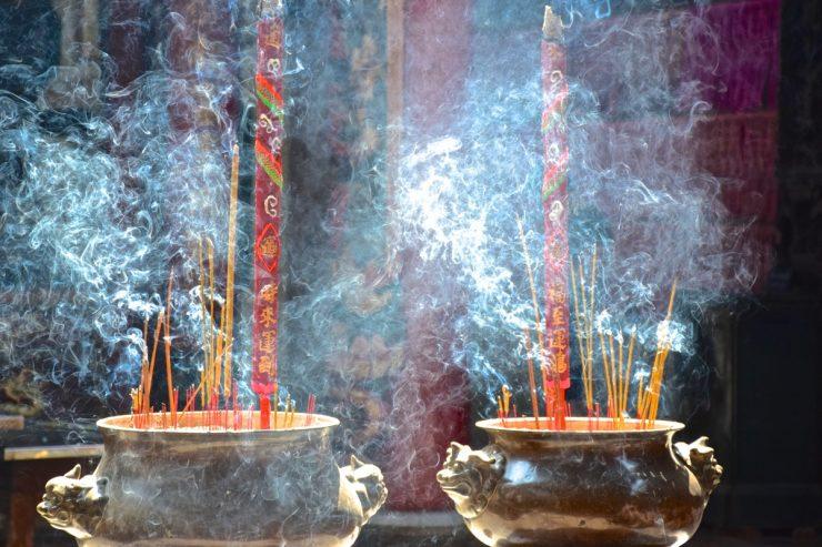 Encens dans un temple de Cholon à Ho Chi Minh