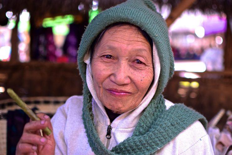 Vendeuse de cigares cheroot en Birmanie