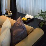 Banquette dans la chambre du Nam Hai Hotel