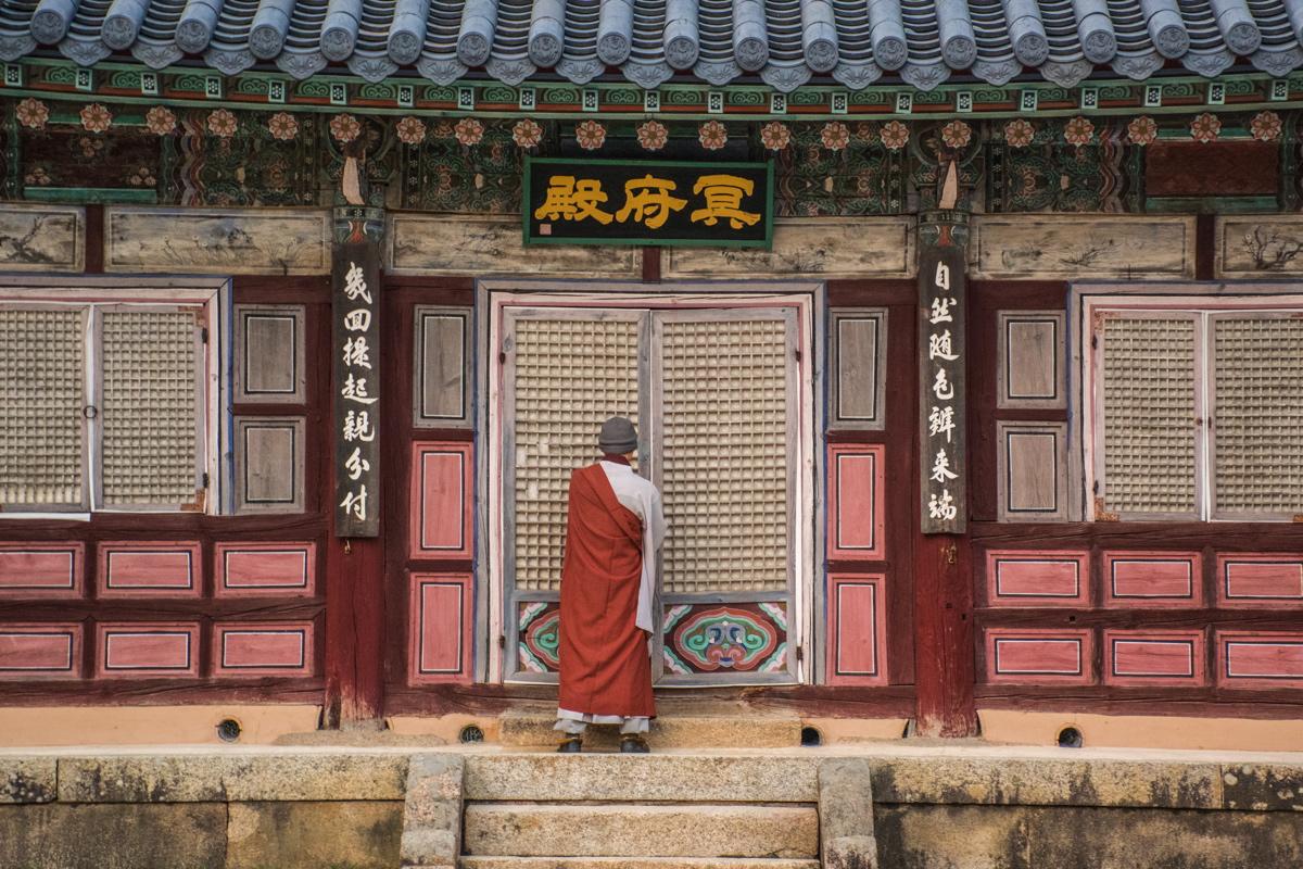 Bonze dans le temple Haeinsa