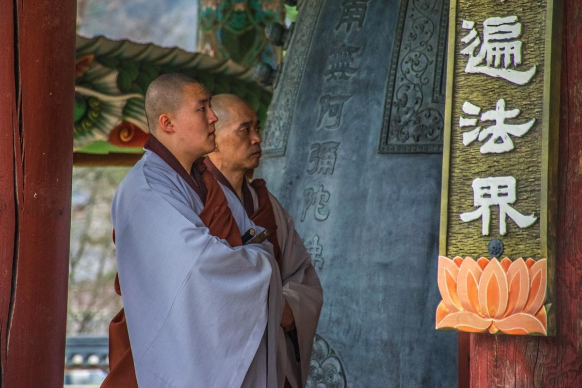 Bonzes dans le temple Haeinsa