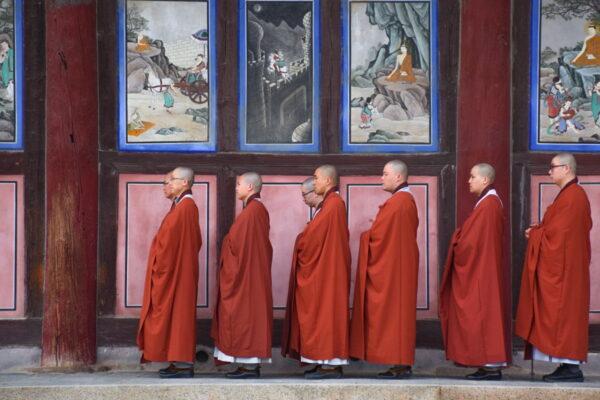 Fin de prière au temple Haeinsa