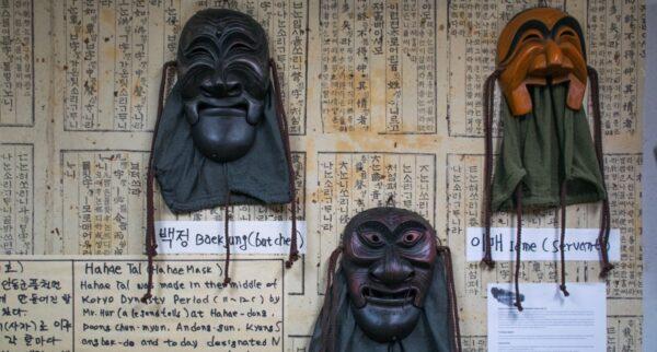 Masque d'Hahoe au Talbang mask shop - Séoul