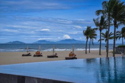 Piscine à débordement au Nam Hai Hotel
