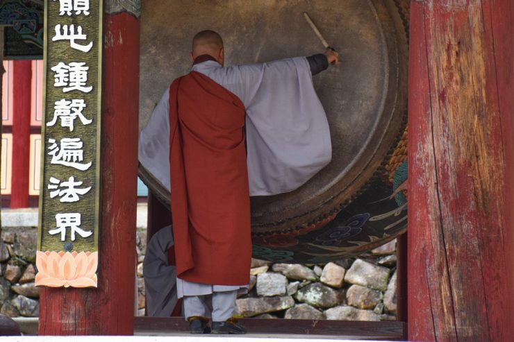 Prière au temple Haeinsa