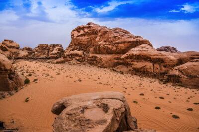 Au sommet de l'arche Umm Fruth dans le Wadi Rum