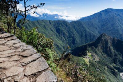 Chemin de l'ascension de la montagne Machu Picchu