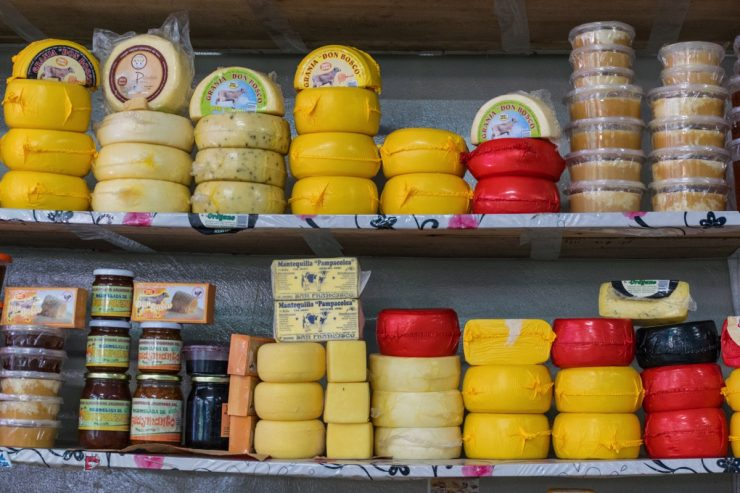 Fromages au marché d'Urubamba