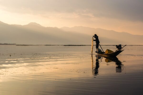 Brume matinale sur le lac Inle