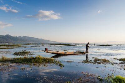 Fin de journée sur le lac Inle en Birmanie