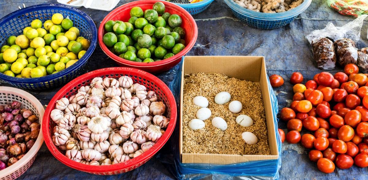 Petit marché local sur le delta du Mékong