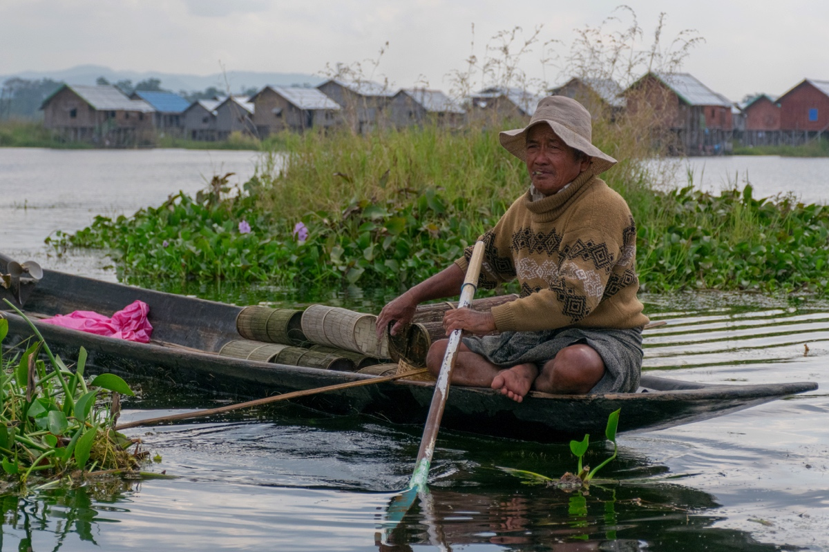 Pêcheur à la nasse sur le lac Inle