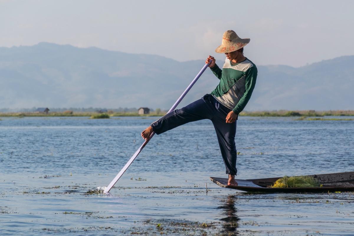 Ramer sur le lac Inle, un art