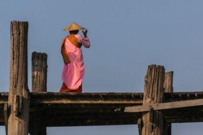 Nonne sur le pont U Bein