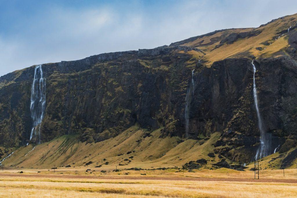 Cascades en bord de route en Islande