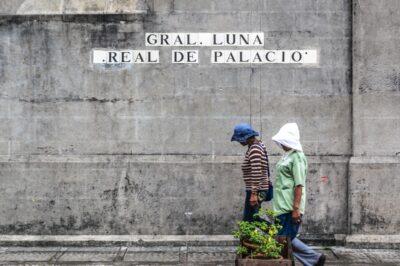 Dans une rue d'Intramuros à Manille