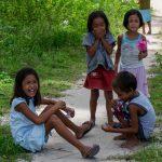 Enfants sur Dako Island aux Philippines