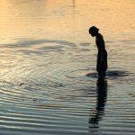 Pêcheur au lever du soleil à Mactan Island