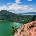 Sommet du cratère du volcan Taal aux Philippines