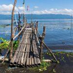 Ponton dans un village sur les rives du lac Taal