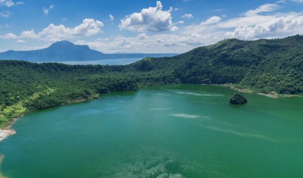 L'impressionnant volcan Taal aux Philippines