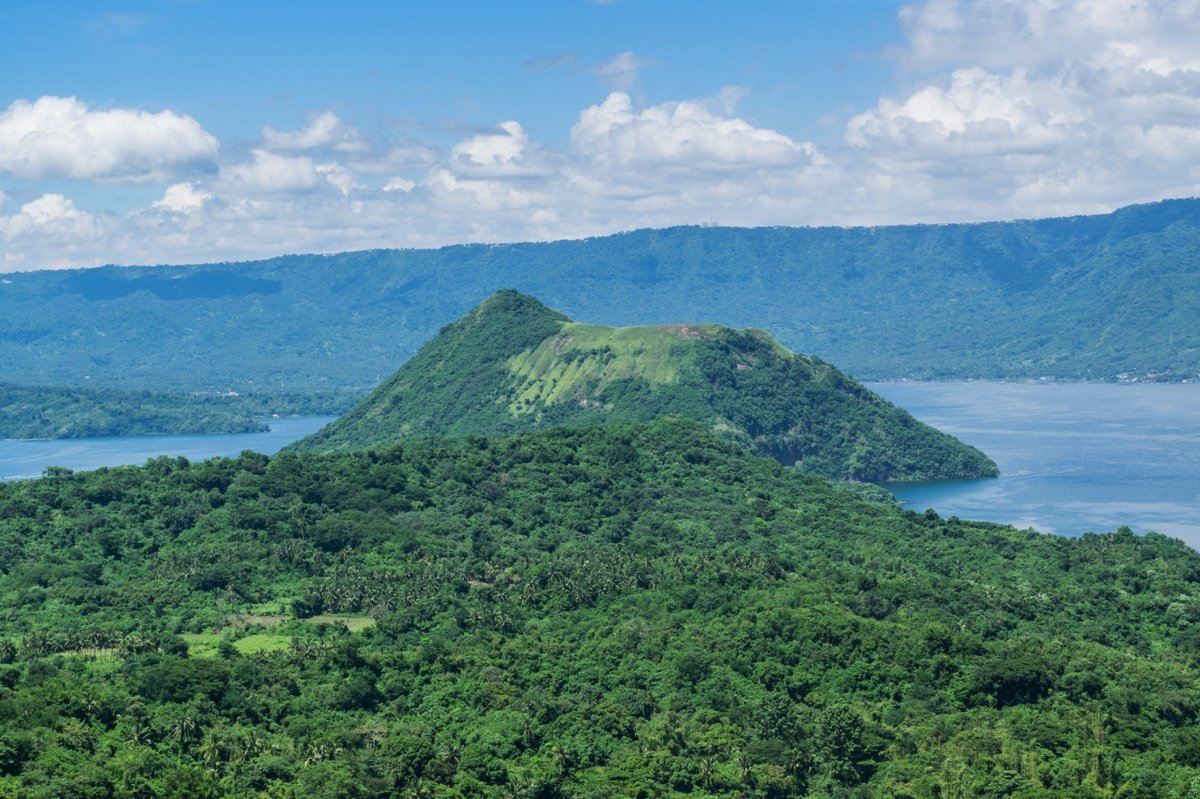 Volcan Taal et lac Taal aux Philippines