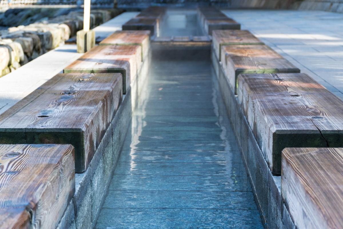 Bain de pied à Yumura au Japon