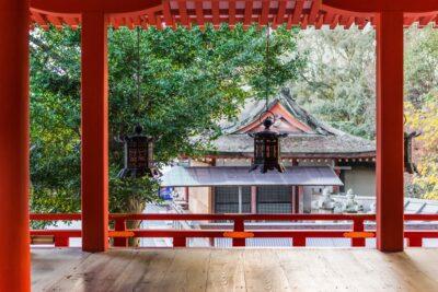 Intérieur du sanctuaire Iwashimizu Hachiman-gu à Yawata