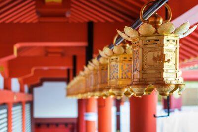 Lanterne au sanctuaire Iwashimizu Hachiman-gu