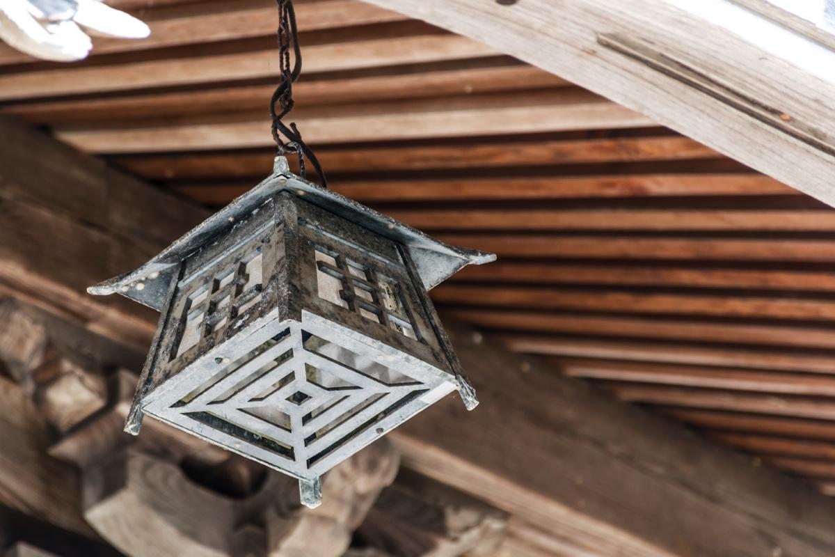 Lanterne dans un temple bouddhiste de Yumura