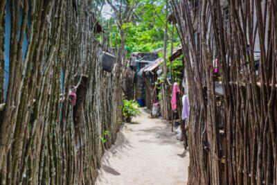 Habitations sur Dako Island aux Philippines