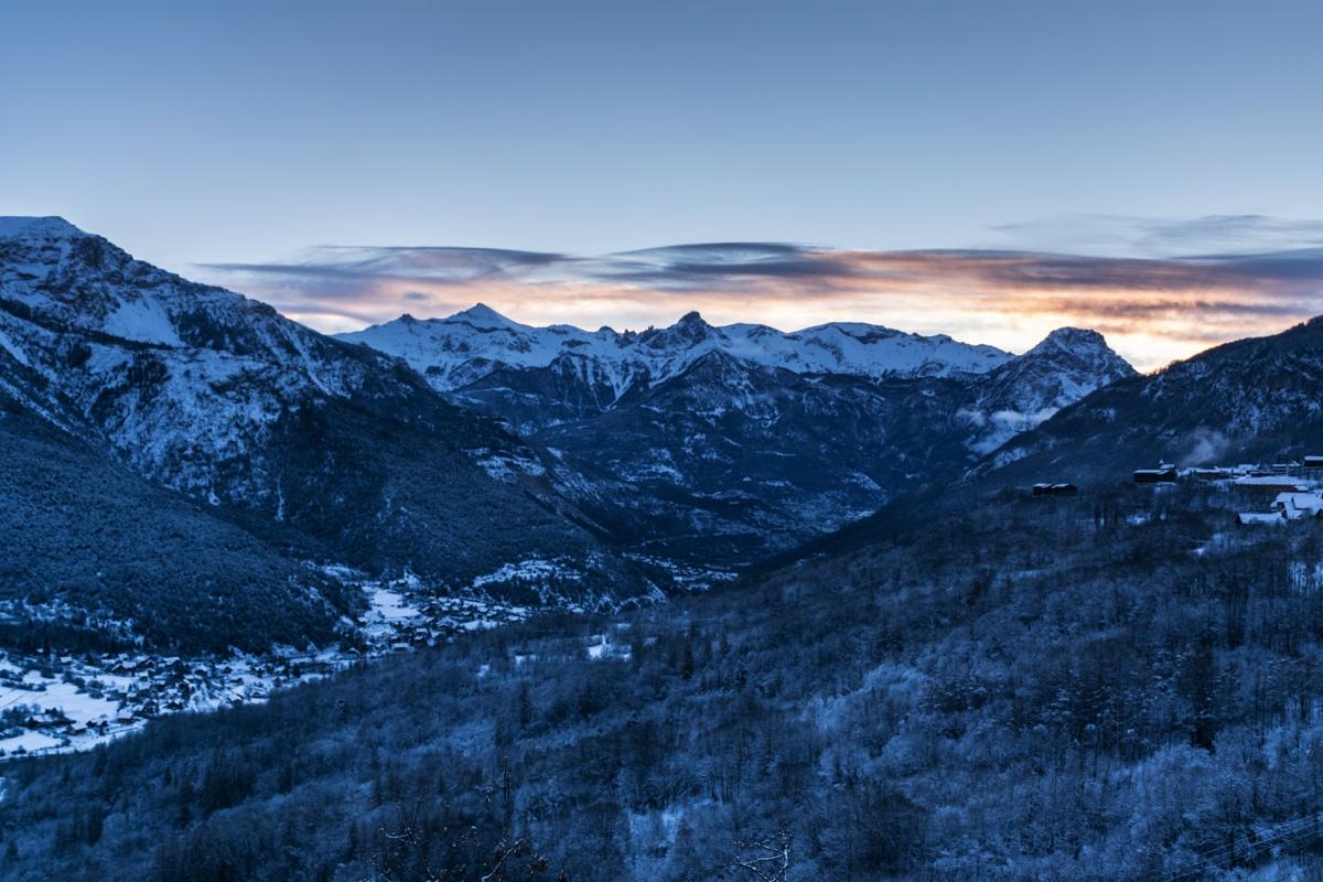 Panorama depuis Puy-Saint-Vincent au lever de soleil