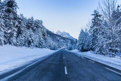 Sur une route du Pays des Ecrins