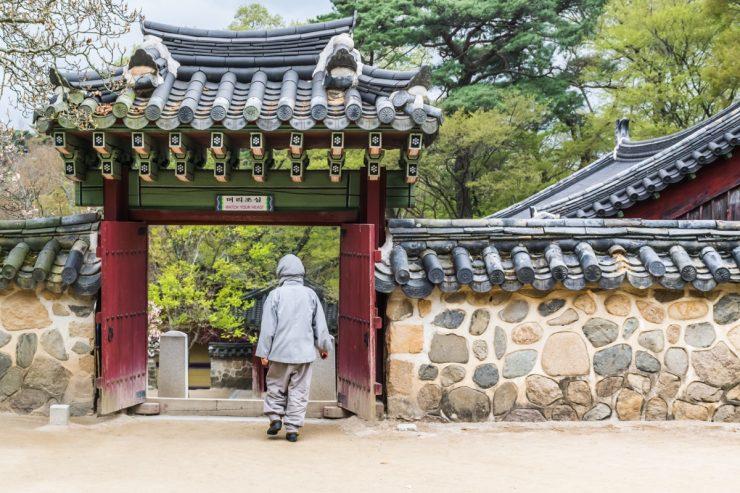 Dans le temple Bulguksa en Corée du Sud