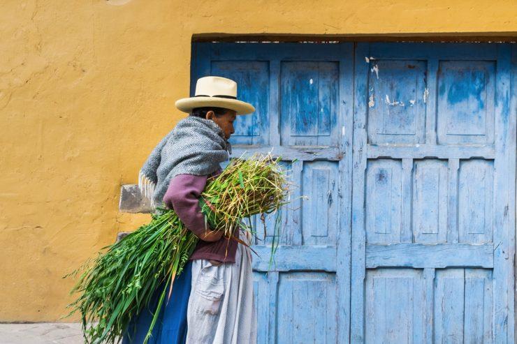 Femme à Ollantaytambo