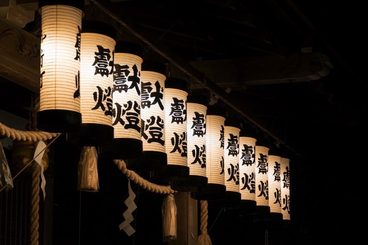 Lanternes d'un sanctuaire shinto de Kinosaki