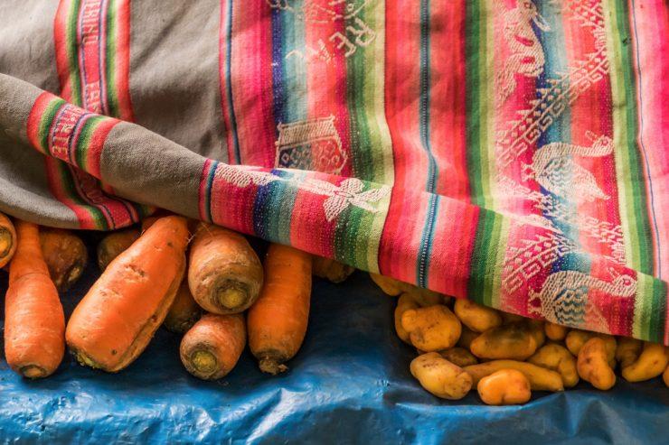 Légumes sur le marché d'Ollantaytambo