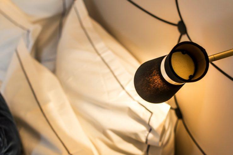 Lumière dans la chambre de l'hôtel Cerretani Florence