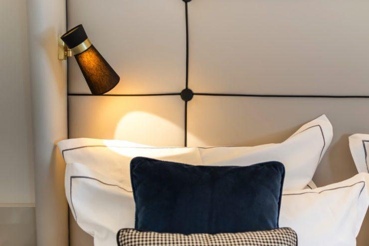 Luminaire dans la chambre de l'hôtel Cerretani Florence