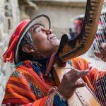 Musicien aveugle près de la forteresse d'Ollantaytambo