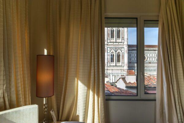 Vue sur le Duomo de Florence depuis l'hôtel Brunelleschi