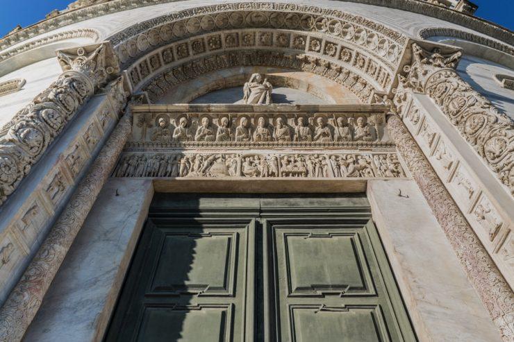 Porte du baptistère de Pise