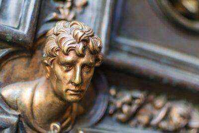 Détail d'une des portes du baptistère Saint-Jean