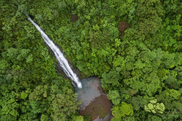 Cascade vue d'en haut au Costa Rica