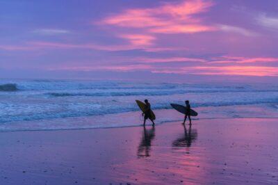 Surf et sunset au Costa Rica
