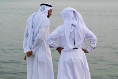 Bahreïnis au coucher de soleil