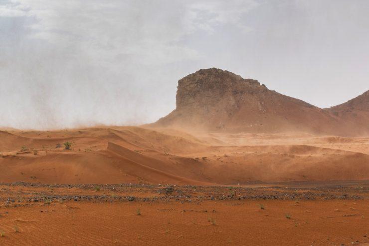 Tempête de sable dans le désert de Mleiha