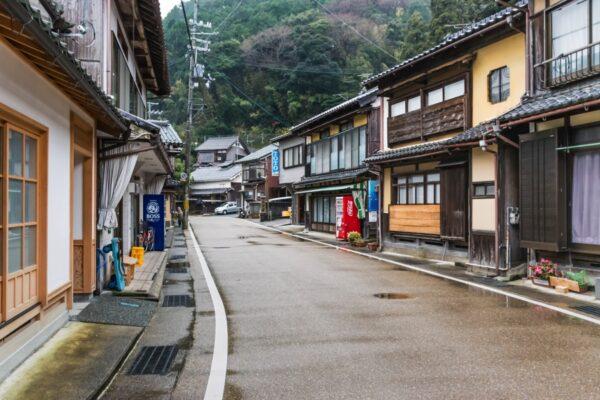 Une ruelle d'Ine, village de pêcheurs au Japon